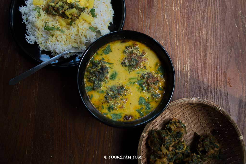 Kadhi with Methi Pakoda