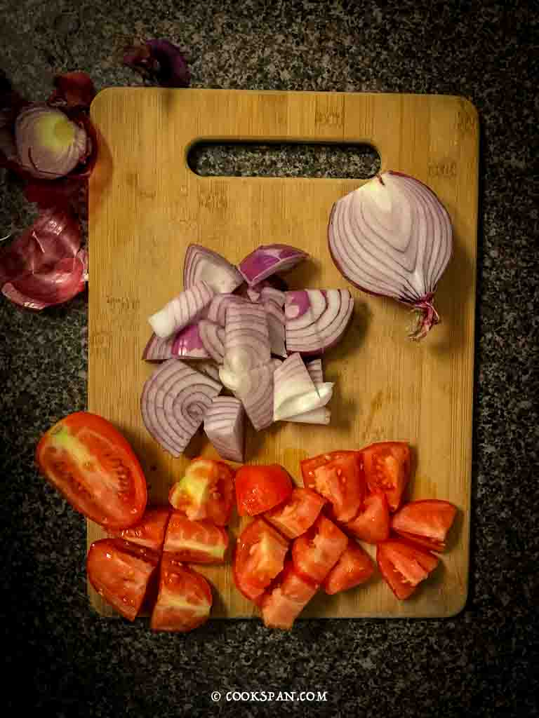 cut onions and tomatoes